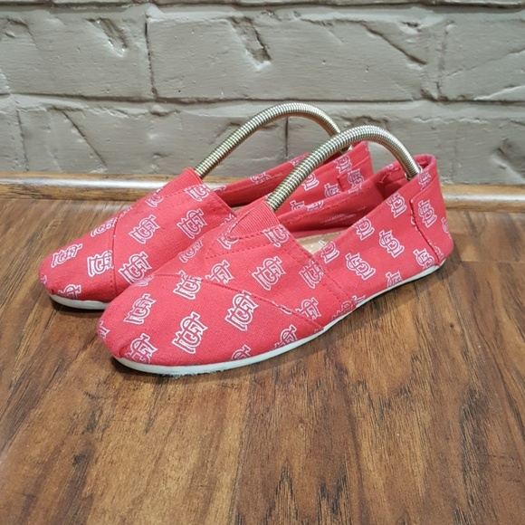 3ad9f04092bf1 Toms like shoes, St. Louis Cardinals print, size 6